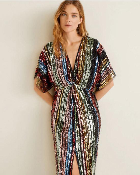 Модель в красивом платье с разноцветными блестками