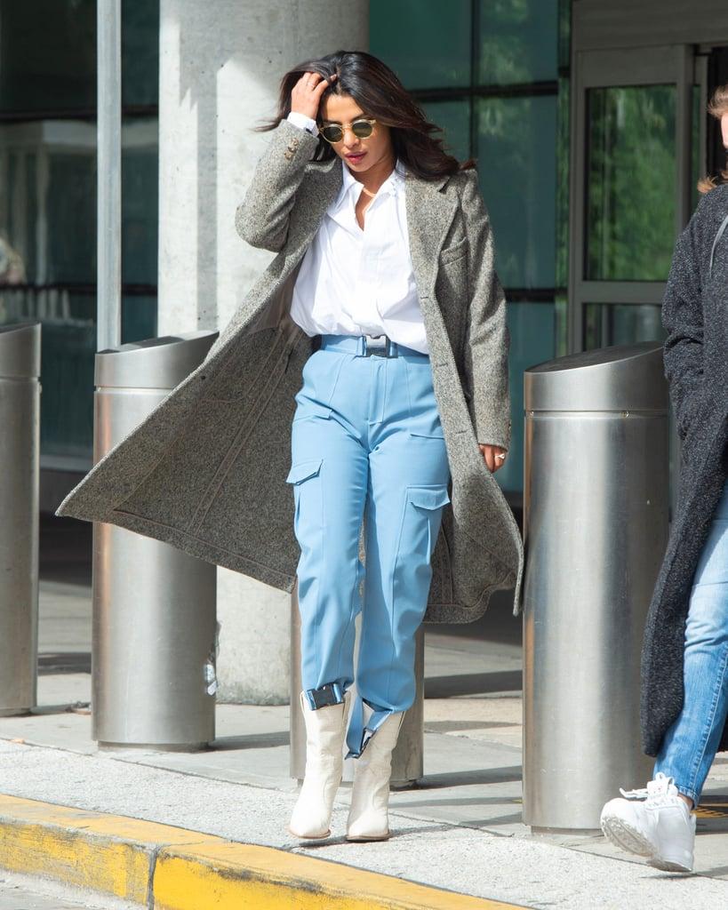 Priyanka Chopra в голубых брюках, бела рубашка и серое пальто