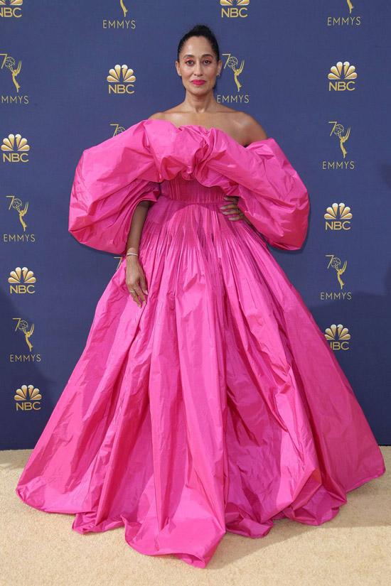 Трэйси эллис Росс в объемно розовом платье макси