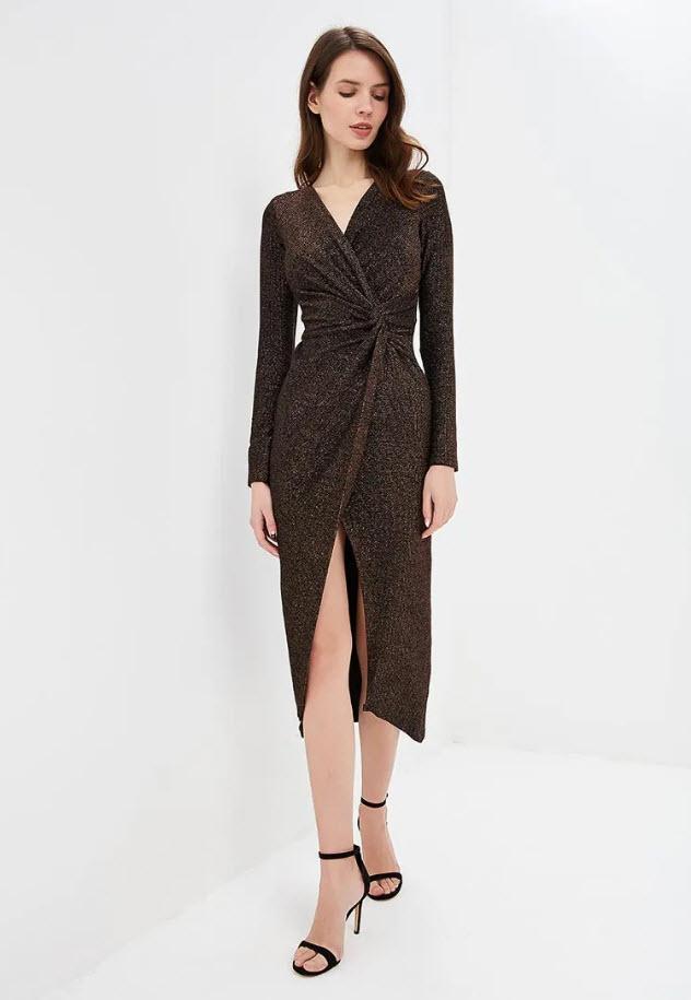 Модель в коричневом платье от Miss Selfridge