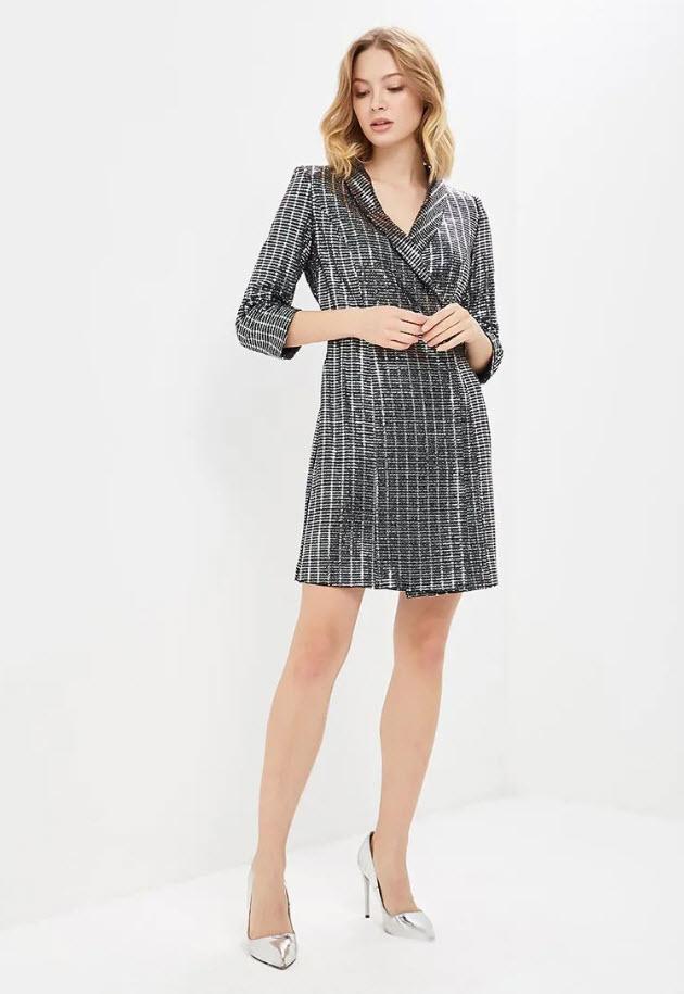 Модель в серебристом платье пиджаке от Zarina