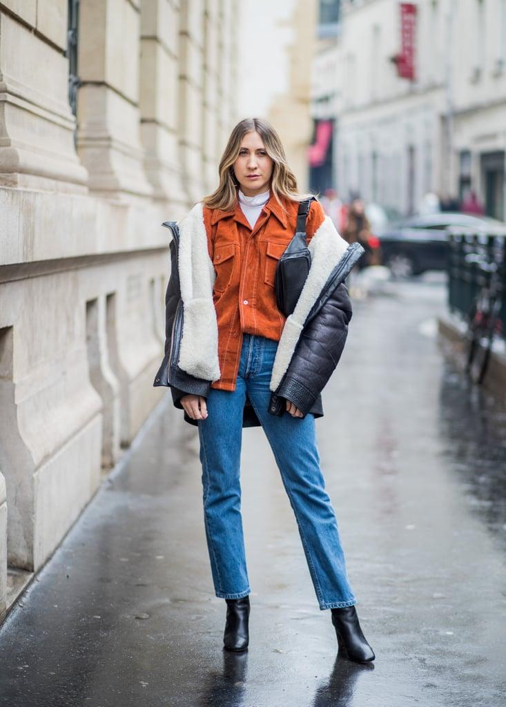 Девушка в джинсах, куртка и ботильоны