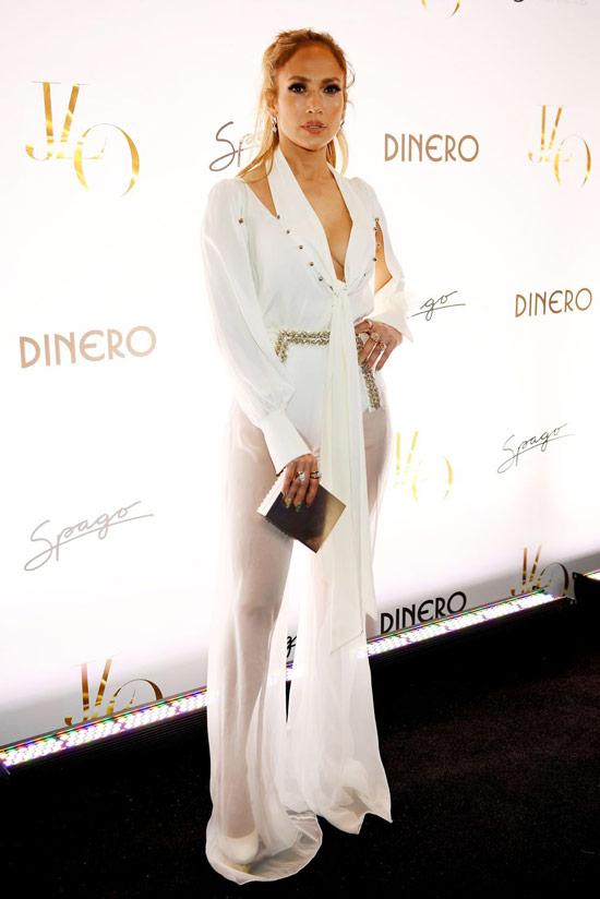 Дженнифер Лопес в белом платье с прозрачной юбкой до пола