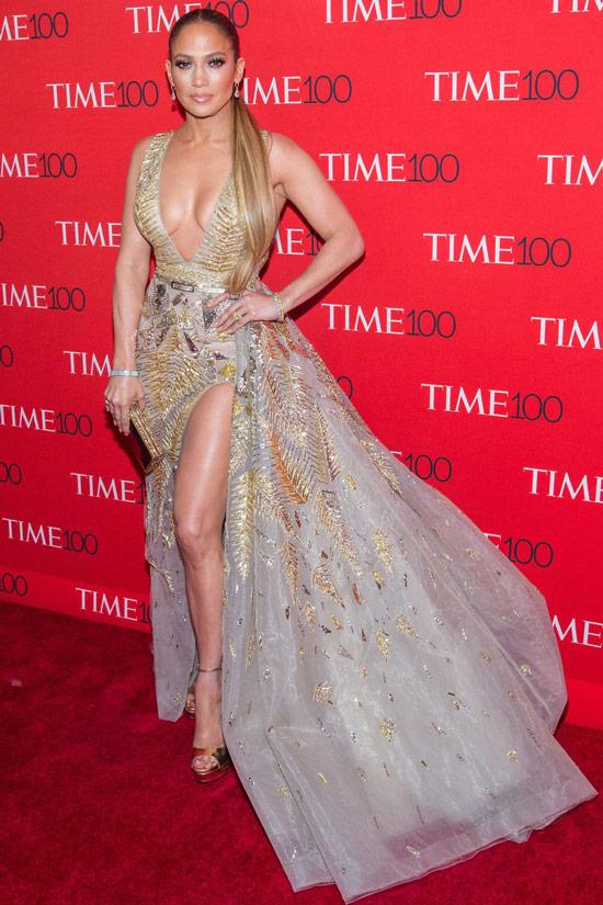 Дженнифер Лопес в золотом вечернем платье