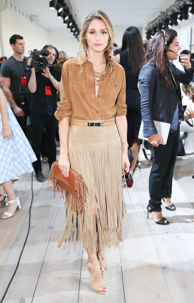 Оливия Палермо в коричневой рубашке, юбка с бахромой и босоножки