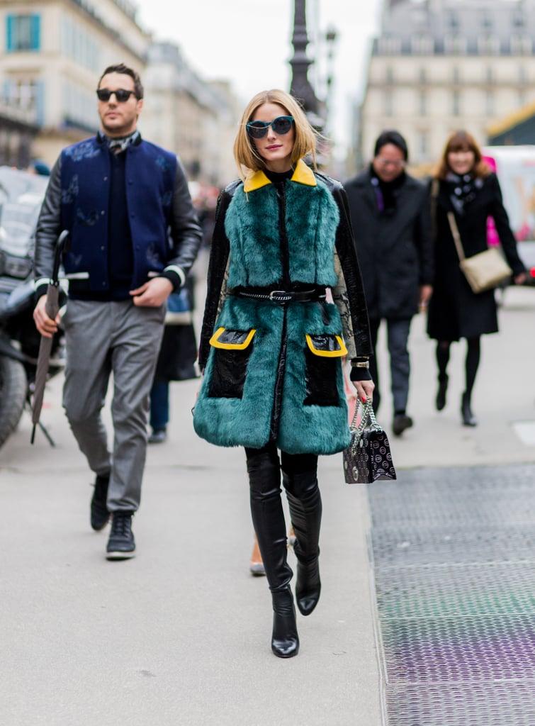 Оливия Палермо в кожаных брюках и зеленом меховом пальто