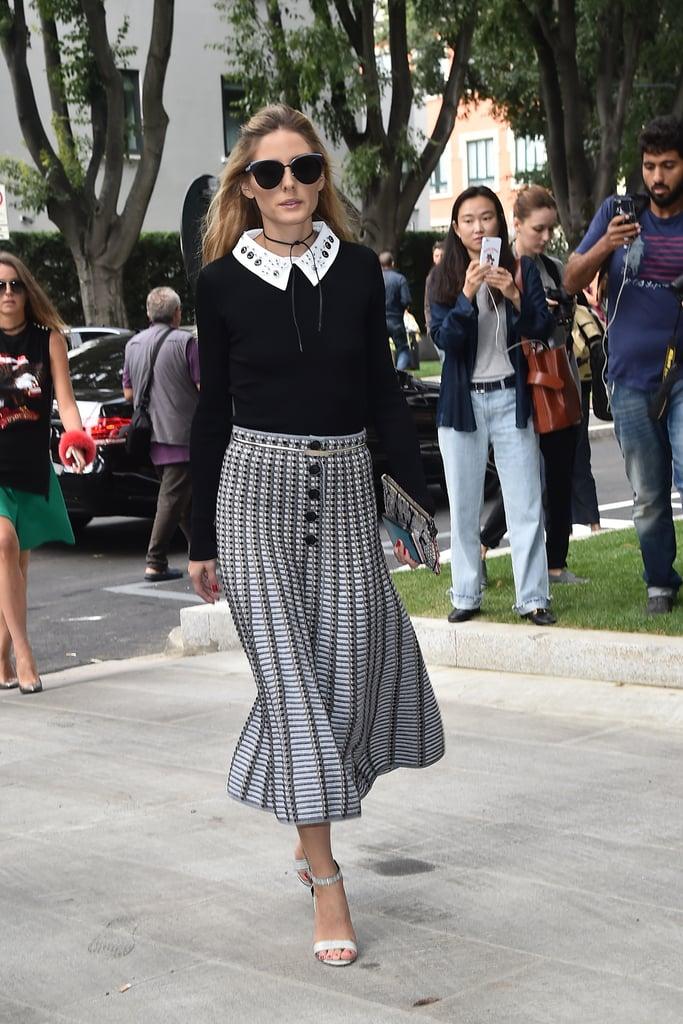 Оливия Палермо в серой юбке миди и черной блузке с белым воротником