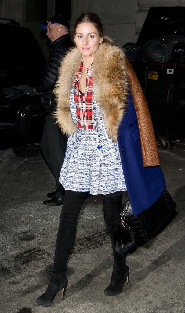 Оливия Палермо в твидовом костюме, рубашка и синее пальто