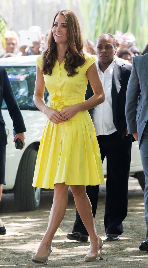 Кейт Миддлтон в летнем желтом платье миди
