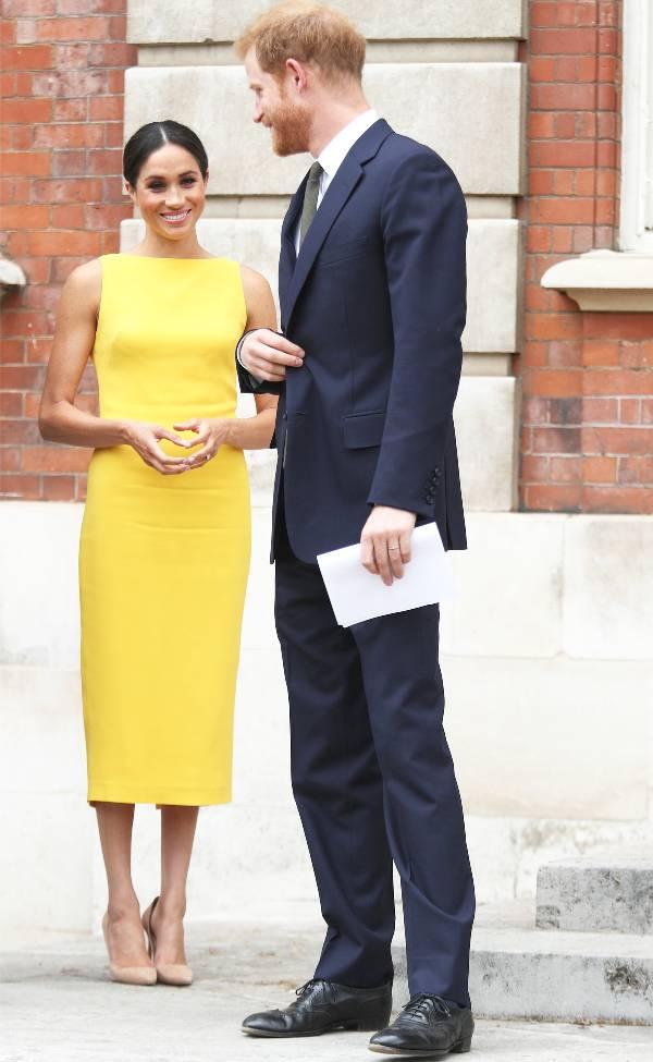Меган Маркл в желтом платье футляр