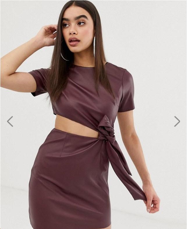 Модель в бордовом платье с вырезами