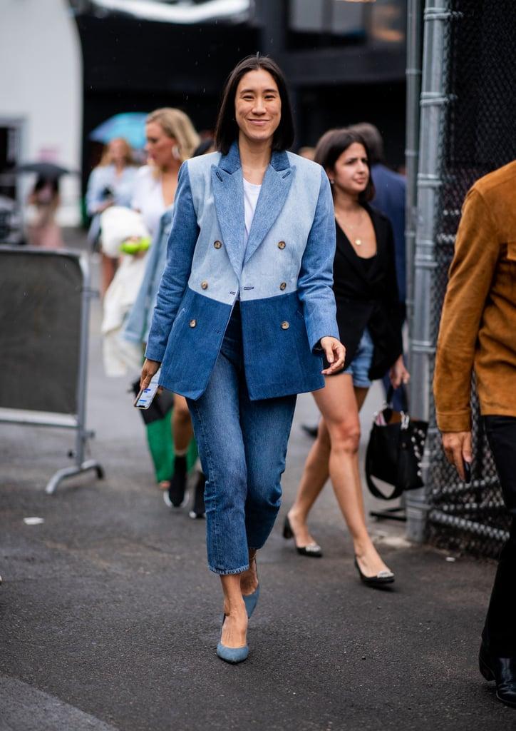 Девушка в укороченных джинсах и двухцветный блейзер