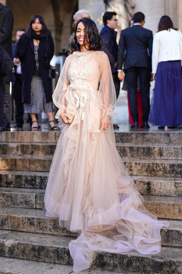 Девушка в нежном ажурном платье
