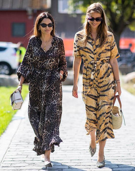 Девушки в платьях с животным принтом