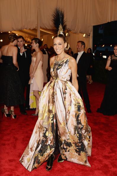 Сара Джессика Паркер в интересном платье для вечера с золотом