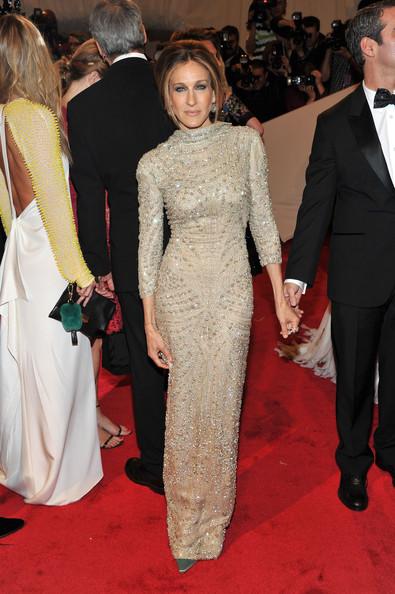 Сара Джессика Паркер в шиарном платье в пол с длинными руавами