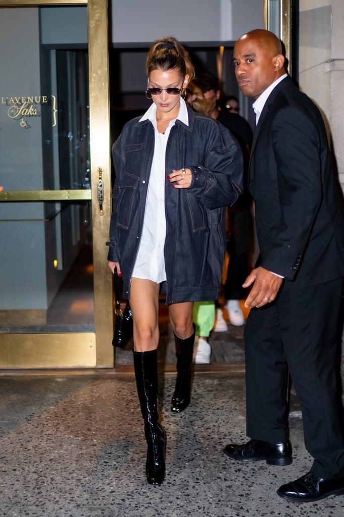 Bella Hadid в белой рубашке, темная джинсовая куртка и лакированные сапоги
