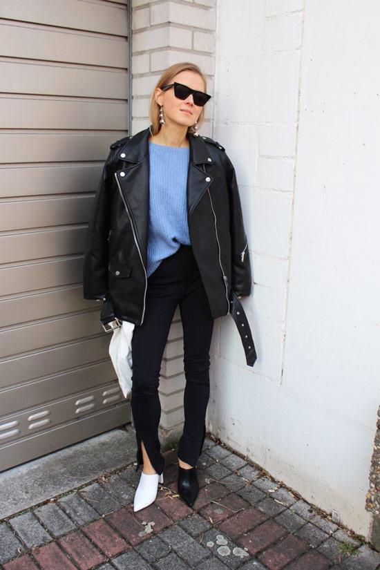 Девушка в черных штанах, голубой свитшот, кожаная куртка и ботильоны