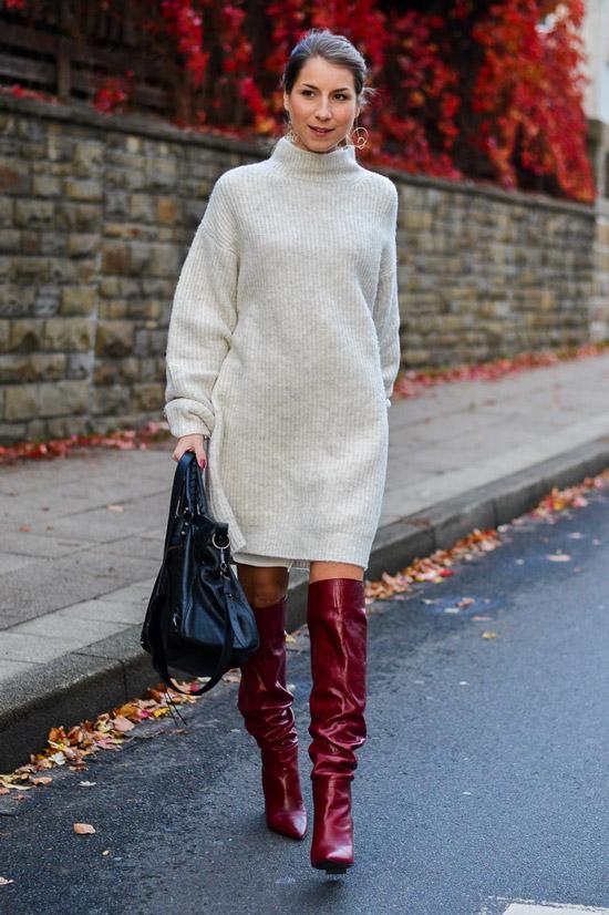 Девушка в красных высоких сапогах, шерстяное серое платье и большая сумка