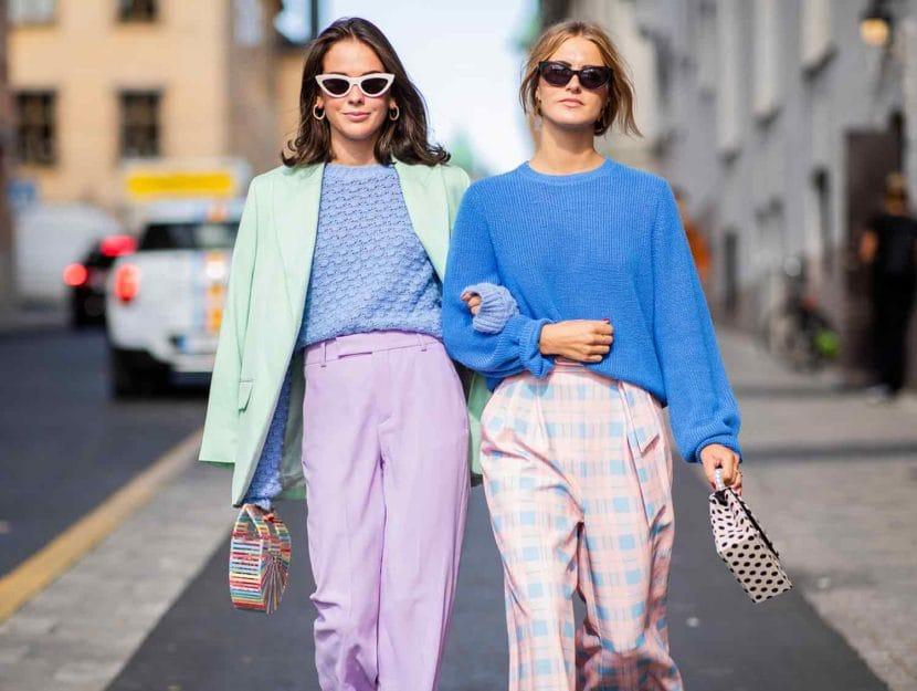Девушки в красивых нарядах в пастельных оттенках