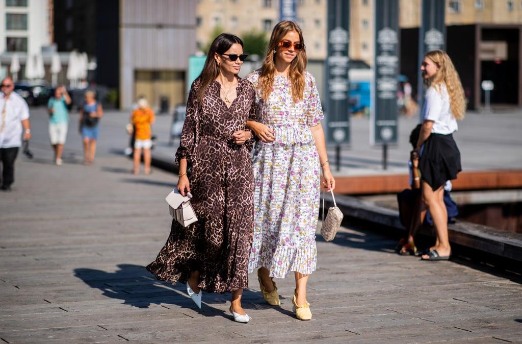Девушки в легких длинных платьях и туфлях