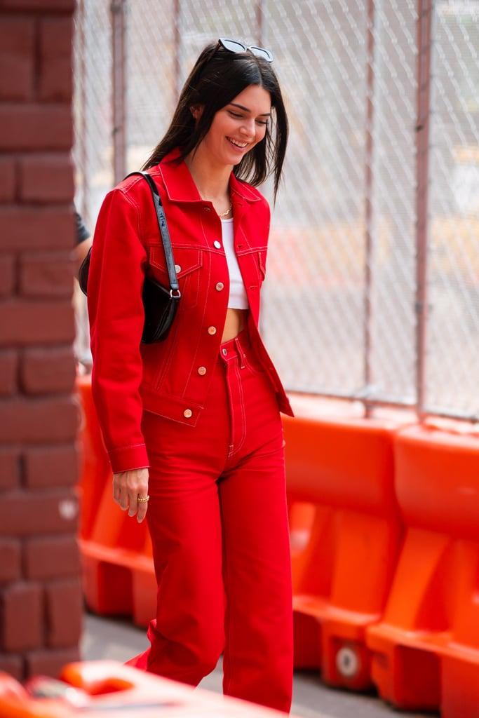 Kendall Jenner в красном джинсовом костюме