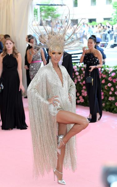 Селин Дион в шикарном вечернем платье и серебристых туфлях