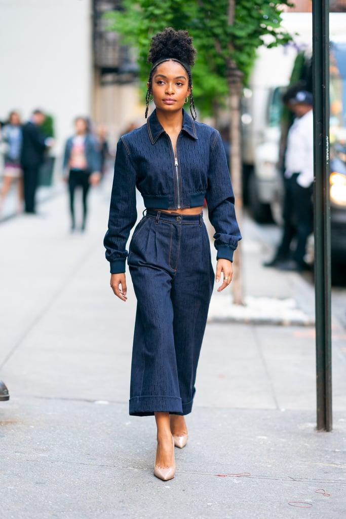 Yara Shahidi в синем костюме из денима