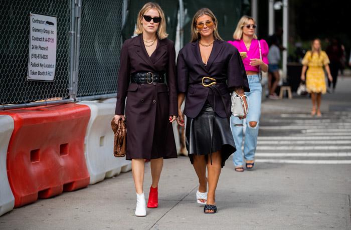 Annabel Rosendahl и Janka Polliani в темных образах и обуви разного цвета