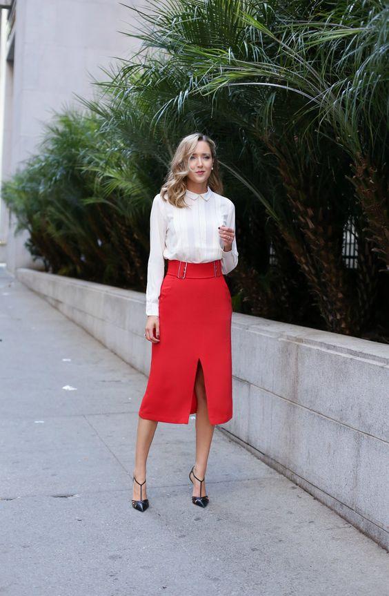 Девушка в белой блузке и красной юбке карандаш