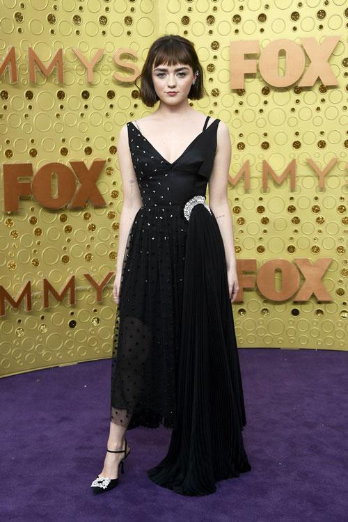 Мэйси Уильямс в платье J.W.Anderson, во время 71 церемонии вручения премии Эмми