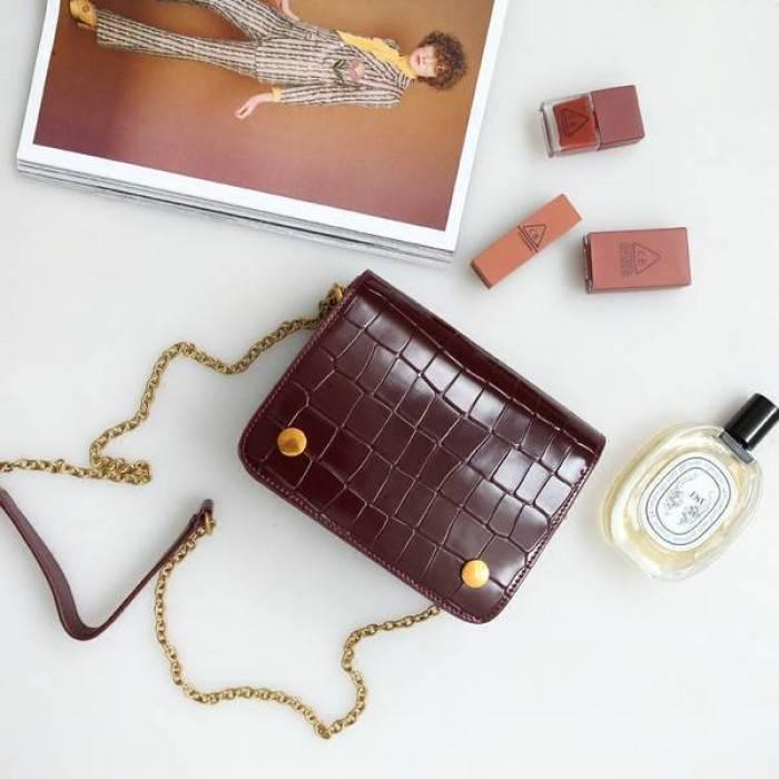 кожаная коричневая сумка с цепочкой
