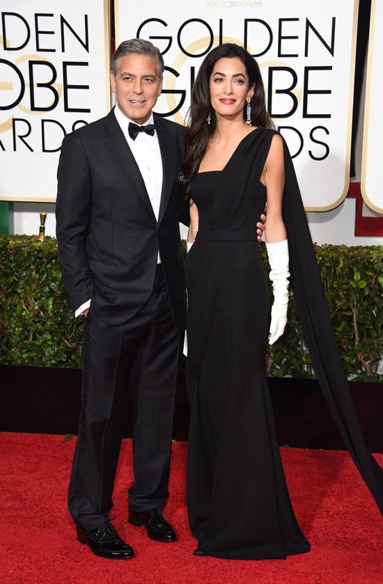 Амаль Клуни в черном вечернем платье маски