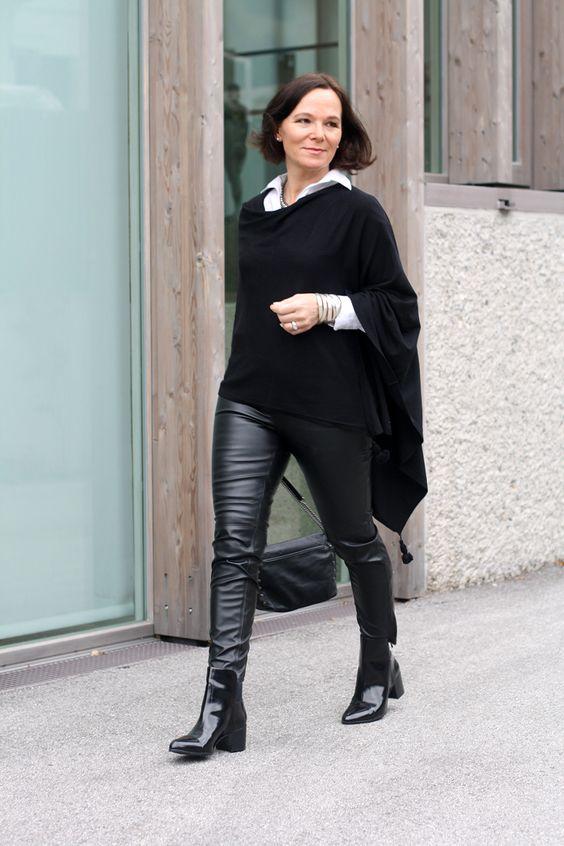 Девушка в кожаных брюках, лакированные ботильоны и черная кофта