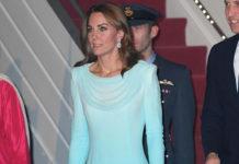 Кейт Миддлтон в голубом платье омбре и лодочках напоминает золушку