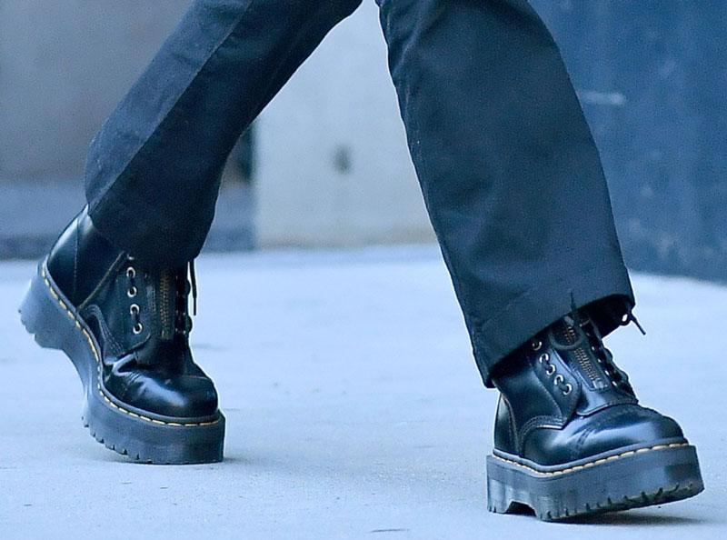 Кендалл Дженнер в черных ботинках на платформе Dr. Martens