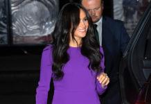 Меган Маркл в фиолетовом платье и синих туфлях напоминает фиалку