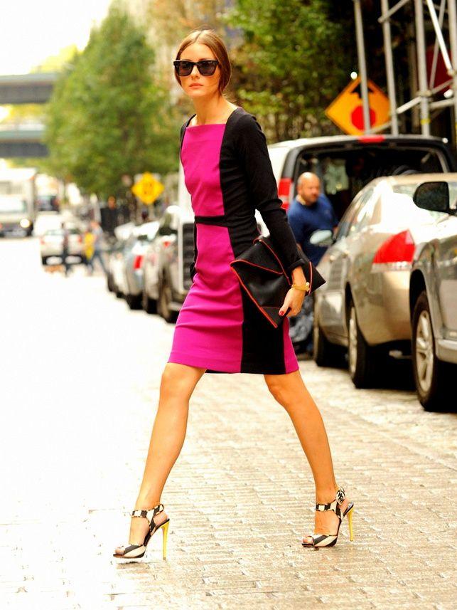 Оливия Палермо в розовом платье с черными вставками, босоножки на шпильке