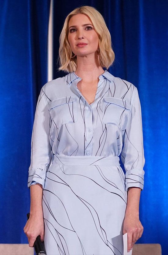 Иванка Трамп в белой блузе с принтом от Equipment