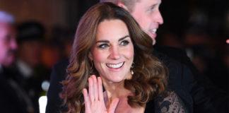 Кейт Миддлтон в шикарном кружевном платье и классических лодочках очаровывает поклонников
