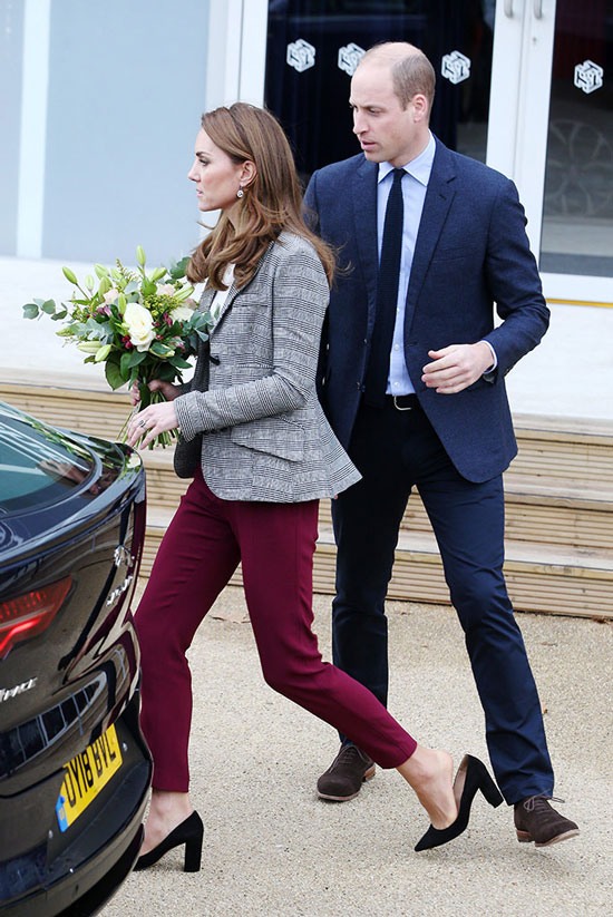 Кейт Миддлтон с цветами и принц Уильям