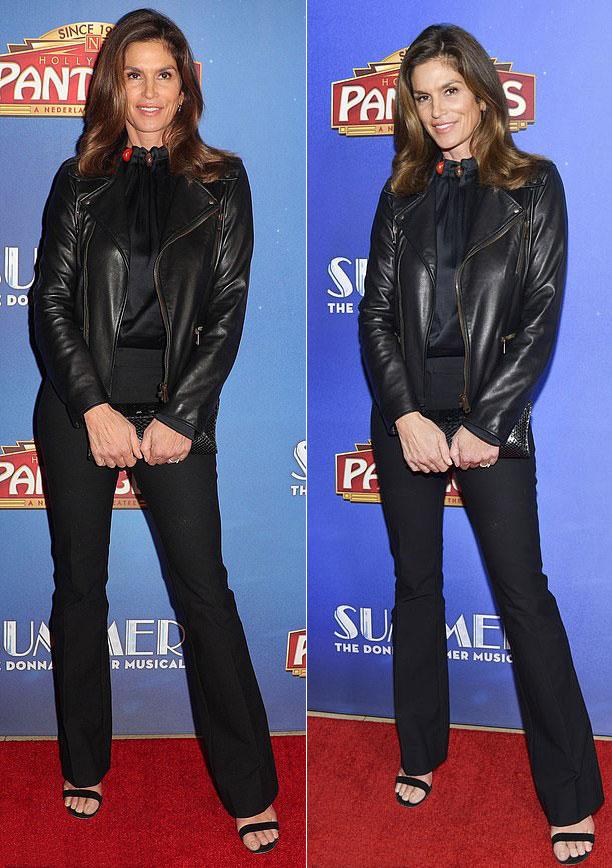 Синди Кроуфорд в черных брюках клеш, блузке и босоножках