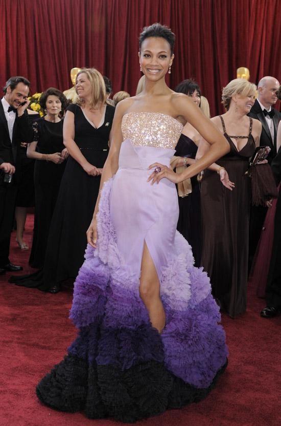 Зои Салдана в фиолетовом платье омбре с расшитым бюстом