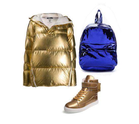 Золотой пуховик, синий рюкзак и золотые кеды