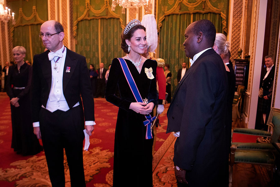 Кейт Миддлтон в бархатном платье в пол на приеме в Букингемском дворце