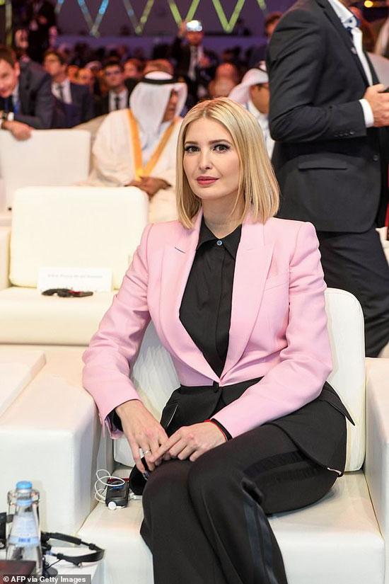 Иванка Трамп в розово-черном блейзере и рубашке