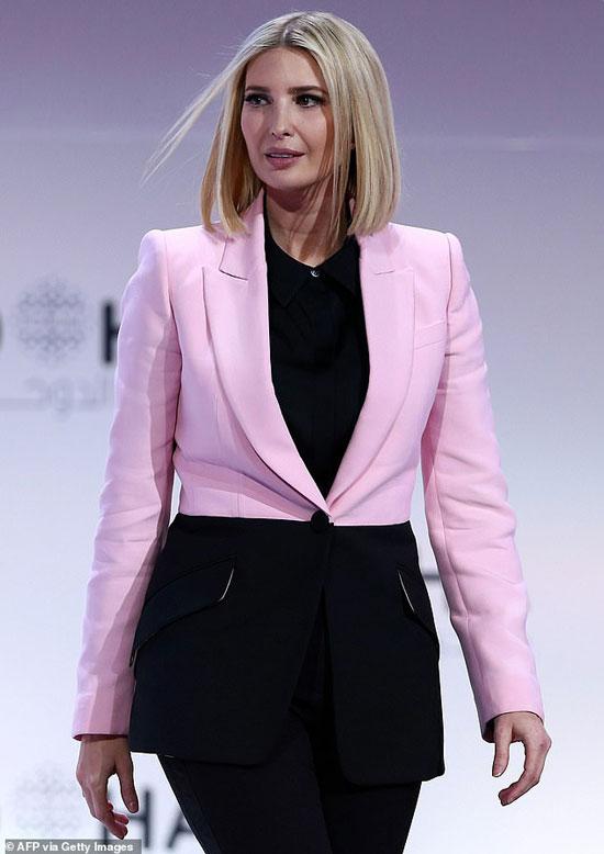 Иванка Трамп в розово-черном блейзере от Alexander McQueen