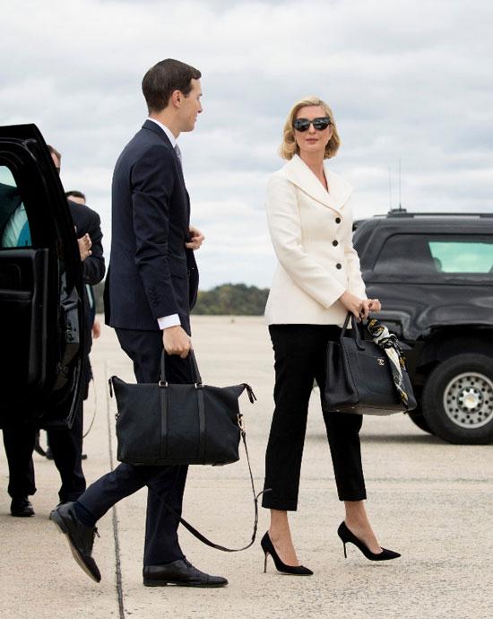 Иванка Трамп в черных прямых брюках и белом жакете
