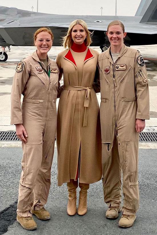 Иванка Трамп в бежевом пальто, платье, сапогах и красной водолазке