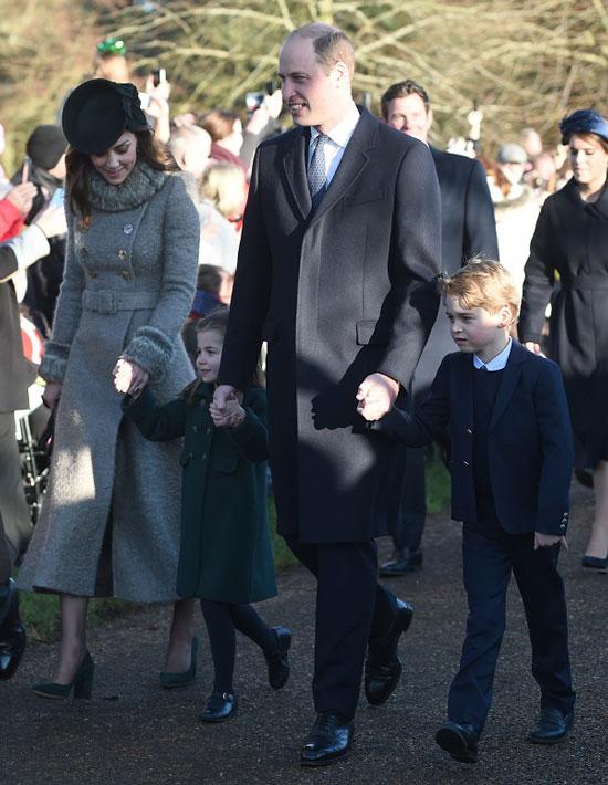Кейт Миддлтон в сером пальто и изумрудных туфлях
